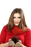 La giovane donna giudica una tazza disponibila Fotografia Stock