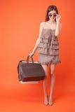 La giovane donna graziosa ha comprato molto abbigliamento Fotografia Stock Libera da Diritti