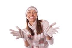 la giovane donna in inverno copre su un bianco Fotografie Stock Libere da Diritti