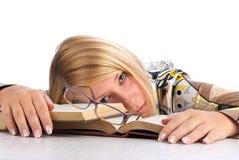 La giovane donna si è stancata di studio Fotografia Stock