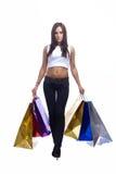 La giovane donna sta andando con i sacchi di carta Fotografia Stock Libera da Diritti