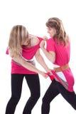 La giovane donna sveglia due sta combattendo Immagini Stock Libere da Diritti