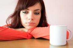 La giovane donna triste sta avendo brutto momento Fotografia Stock Libera da Diritti