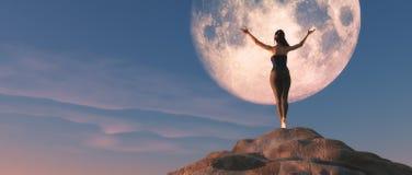 La giovane femmina che guarda la luna Fotografia Stock Libera da Diritti