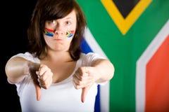 La giovane femmina infelice con i pollici giù gesture fotografie stock