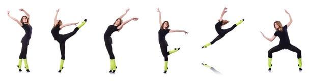 La giovane ginnasta che si esercita sul bianco Fotografia Stock