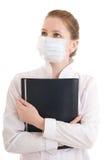 La giovane infermiera attraente con un dispositivo di piegatura isolato Fotografia Stock Libera da Diritti