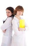 La giovane infermiera attraente due con un dispositivo di piegatura Fotografia Stock Libera da Diritti
