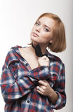 La giovane ragazza premurosa in un legame ed in una camicia Fotografia Stock Libera da Diritti