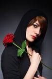 La giovane signora con è aumentato fotografia stock libera da diritti