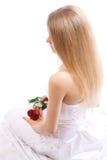 La giovane sposa con è aumentato immagine stock libera da diritti