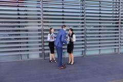 La giovani gente, studenti, ragazze e tipo di prospettiva vanno incontrare il eac Fotografia Stock