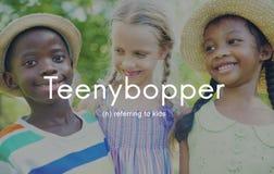 La gioventù dei bambini piccoli di Teenybopper scherza il concetto Immagine Stock