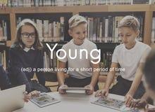 La gioventù dei bambini piccoli di Teenybopper scherza il concetto Immagini Stock
