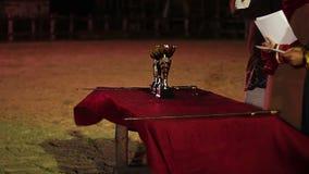 La giuria che annuncia il torneo risulta, vincitori che valutano, cerimonia di concorso di assegnazione stock footage
