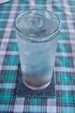 La glace d'eau potable entièrement Images libres de droits