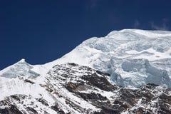 la glace de l'Himalaya pose le sommet de montagne Photographie stock