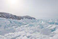 La glace du lac Baïkal, Russie en mars 2018 photos stock