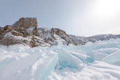La glace du lac Baïkal, Russie en mars 2018 photo stock