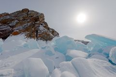 La glace du lac Baïkal, Russie en mars 2018 image stock