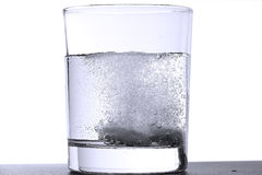 la glace effervescente marque sur tablette deux Photo stock