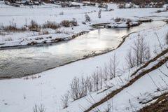 La glace sur la rivière avait déjà fondu Photographie stock