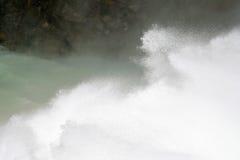 La gloria del agua que cae Fotos de archivo