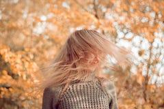 La goccia della donna su va Fotografie Stock