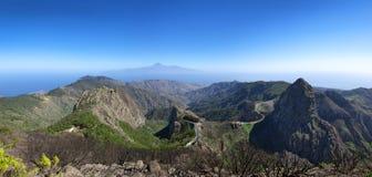 La Gomera - panorama - camino de la montaña con Los Roques Fotos de archivo libres de regalías