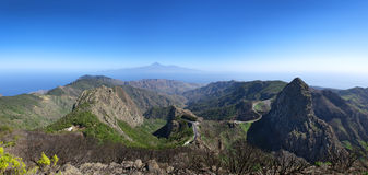 La Gomera - Panorama - Gebirgsstraße mit Los Roques Lizenzfreie Stockfotos