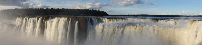 La gorge ou Garganta Del Diablo du ` s de diable est la cascade principale du complexe des chutes d'Iguaçu en Argentine Photographie stock libre de droits