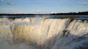 La gorge ou Garganta Del Diablo du ` s de diable est la cascade principale du complexe des chutes d'Iguaçu en Argentine Photographie stock