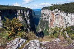 La gorge Rio Grande d'Itaimbezinho font Sul Brésil Image libre de droits