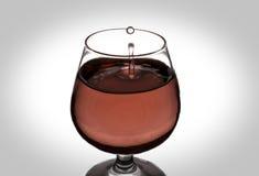 La goutte de l'eau en vin Photographie stock libre de droits