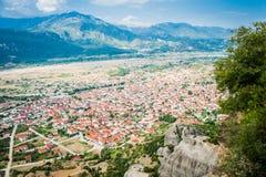 La GRÈCE, METEORA, juillet 2015, formations de roche spectaculaires et monastères orthodoxes grecs Photo stock