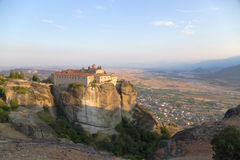 La Grèce. Vue de couvent d'Agios Stefanos dans Meteora Photos libres de droits