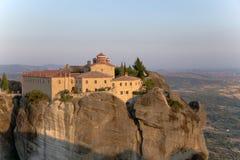 La Grèce. Vue de couvent d'Agios Stefanos dans Meteora Photographie stock