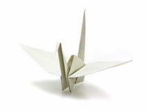 La grúa de papel de Origami hecha de recicla el papel Fotografía de archivo