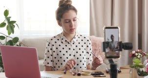 La grabación del vlogger de la belleza compone preceptoral almacen de video