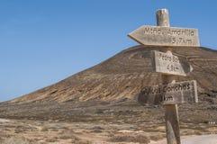 La Graciosa, 4x4, weg von der Straße, Wüste, Vulkan, vulkanisch, Landschaft, Schotterweg, weg von der Straße, erforschend, Lanzar lizenzfreie stockfotos