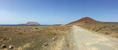La Graciosa, 4x4, weg von der Straße, Wüste, Vulkan, vulkanisch, Landschaft, Schotterweg, weg von der Straße, erforschend, Lanzar stockbilder
