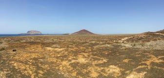La Graciosa, 4x4, weg von der Straße, Wüste, Vulkan, vulkanisch, Landschaft, Schotterweg, weg von der Straße, erforschend, Lanzar stockfotos