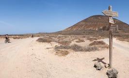 La Graciosa, 4x4, weg von der Straße, Wüste, Vulkan, vulkanisch, Landschaft, Schotterweg, weg von der Straße, erforschend, Lanzar stockbild