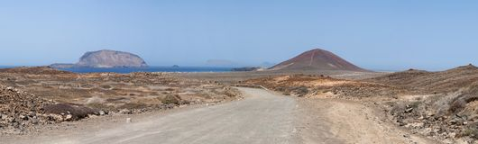 La Graciosa, 4x4, weg von der Straße, Wüste, Vulkan, vulkanisch, Landschaft, Schotterweg, weg von der Straße, erforschend, Lanzar stockfoto