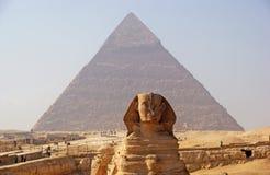 La gran esfinge de Giza en la mañana brumosa Fotos de archivo libres de regalías
