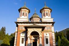 La gran iglesia en el monasterio de Sinaia Imagenes de archivo