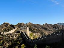 La Gran Muralla en caída con el cielo azul claro Foto de archivo libre de regalías