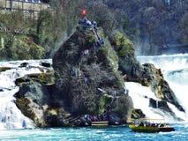 La gran roca en el Rhine Falls, Neuhausen es Rheinfall fotos de archivo libres de regalías
