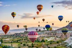 La grande attrazione turistica di Cappadocia - balloon il volo Cappadocia è conosciuto intorno al mondo come uno di migliori post immagine stock