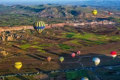La grande attrazione turistica di Cappadocia - balloon il volo protezione fotografie stock